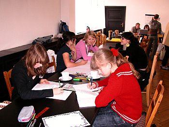 Gemeinsame Arbeit im Konferenzraum der Gedenkstätte Stutthof