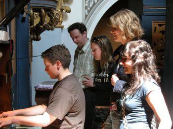 Robert an der Orgel in Swieta Lipka