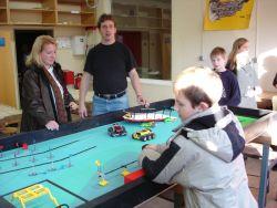 Ein Roboterarbeitsplatz - die Schüler lernen programmieren