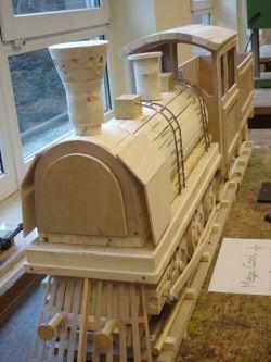 Eine Lokomotive aus Holz